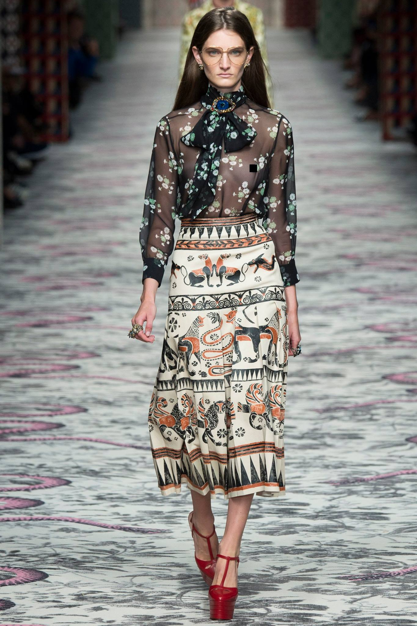 Conosciuto Gucci Spring/Summer 2016 Sees the Glorious Blossoming of  YS26