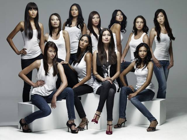 Host Charmaine Harn with contestants of SUPERMODELME.tv
